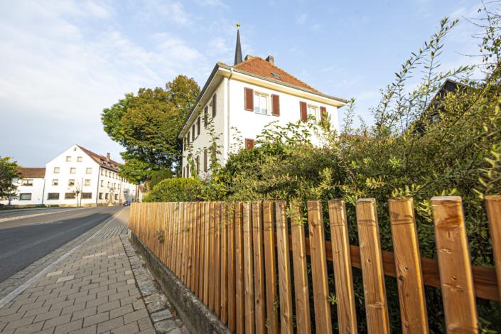 Pfarrhaus Ebersdorf Lärchenzaun von Schleifenheimer